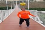 حسین عالی محمدی در حمایت از زلزله زدگان مسجدسلیمان طویل ترین پل خاورمیانه را با روپایی طی کرد/ هدف بعدی فتح سبلان