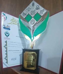 روابط عمومی فرمانداری مسجدسلیمان تندیس غرفه برتر نمایشگاه هفته دولت و کارآفرینی و اشتغال خوزستان را دریافت کرد