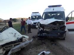 دو مصدوم در حادثه تصادف آمبولانس اورژانس ۱۱۵ اندیکا با یک دستگاه وانت + تصویر