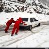 رهاسازی ۷۰ خودروی گرفتار در برف و کولاک در محور تاراز - شهرکرد+عکس